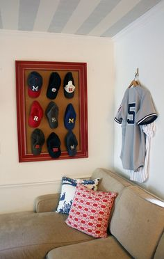 One of many examples of creative ideas that you can actually build is a hat rack. Take a look at these DIY hat rack ideas! Diy Hat Rack, Hat Display, Frame Display, Display Ideas, Man Cave Home Bar, Man Room, Bars For Home, Organizer, Home And Family