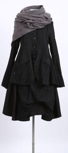 rundholz - Kleid mit Bahnen und einer Hose black pinstripe - Winter 2016 - stilecht - mode für frauen mit format...