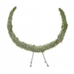 open krans flat moss op voet 30 cm white fros https://www.bissfloral.nl/blog/2017/09/07/open-krans-flat-moss-op-voet-30-cm-white-fros-2/