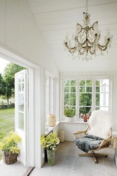 Rose of Sweden: An Enchanted Seaside Spread in Gotland (with Rental Apartments). Summer House Garden, Winter Garden, Home And Garden, Summer Houses, Home Living, Living Spaces, Outdoor Spaces, Outdoor Living, Swedish House