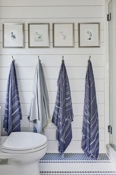 Bunk Room Bath from the Southern Living 2019 Idea House with Robe hooks and bath hardware by Emtek 59 Best Solution Small Apartment Living Room Decor Ideas Beach House Bathroom, Beach House Decor, White Bathroom, Beach House Furniture, Beach Condo, Beach House Rooms, Lake Bathroom, Beach House Kitchens, Furniture Decor
