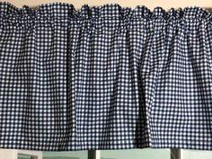 Navy Blue Gingham Kitchen Valance 48 pouces de large Fenêtre ✂ de 30 po de large ~✂~ Ce 1/4 Navy Blue and White Gingham Kitchen Valance égayera n'importe quelle cuisine ou fenêtre de chambre à coucher. Le tissu est de qualité 100% coton. ✂ Si vous avez une fenêtre plus grande ou si vous voulez Round Curtain Rod, Curtain Rods, Blue Gingham, Navy Blue, Blue And White, Kitchen Valances, Look Plus, Bedroom Windows, Large Windows