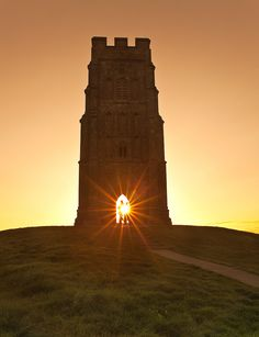 Watch the sunset on Midsummer's Eve from the top of Glastonbury Tor. Great Places, Places To See, Beautiful Places, Glastonbury Tor, Glastonbury England, Beautiful Sunrise, English Countryside, Ancient Architecture, Sunrises