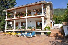 Miraflores de la Sierra - La Herrén - La Herrén es un alojamiento de alquiler integro, con capacidad para 18 personas.La casa cuenta con  cinco habitaciones de matrimonio, dos habitaciones dobles, una habitación triple y una individual.  ...