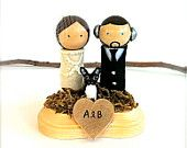 Custom Wedding Cake Topper with Pet Wooden Kokeshi Spool Dolls Bride and Groom With Material Clothing Woodlands Moss Stand Cute Japanese