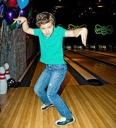Bowling party games: Write each of these wacky variations on a slip of paper and have kids draw one before each turn. (Click through for list) 8th Birthday, Birthday Parties, Birthday Ideas, Bowling Party, Drawing For Kids, Party Games, Party Planning, Fun, Wood Floor