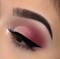 We all love eye makeup tutorial compilation videos and images, so here you go! As requested by most of our viewers, we are bringing you different eye makeup looks to match your everyday Makeup Eye Looks, Pink Eye Makeup, Pink Eyeshadow, Pretty Makeup, Glam Makeup, Pink Eyeliner, Pink Wedding Makeup, Makeup Glowy, Makeup Eyeshadow