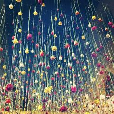 Rebecca-Louise-Law-Flower-Installation, would be great to use flowers i=on the stem in the floral curtain Art Floral, Jeff Leatham, Enchanted Florist, Art Assignments, Flower Installation, Floral Curtains, Land Art, Decoration, Event Decor