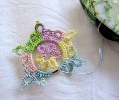 tat-ology: frivolite-tatting....I have wanted to learn tatting!