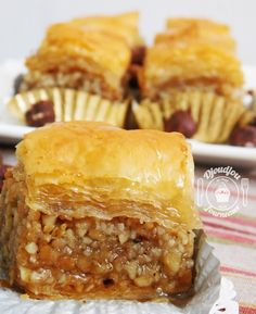 Nadire Atas On Baklava Desserts From Around The World Baklawa aux amandes et noisettes Greek Sweets, Arabic Sweets, Arabic Food, Ramadan Desserts, Ramadan Recipes, Baklava Dessert, Algerian Recipes, Filo Pastry, Tunisian Food