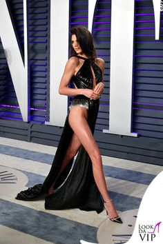 Kendall Jenner's Oscars 2019 Party Look Leaves Little to the Imagination: Photo Kendall Jenner shows lots of skin at the 2019 Vanity Fair Oscar Party! The model attended the event held at the Wallis Annenberg Center for the Performing… Kris Jenner, Kendall Jenner Legs, Kendall Jenner Photoshoot, Fashion Mode, Fashion Show, Fashion Styles, Evan Ross, Pernas Sexy, Ashlee Simpson