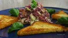 *Zeleninový šalát s javorovým sirupom*  Na mojom obľúbenom blogu Gurmánka Leňulka sa objavil nový  recept na zeleninový šalát. Rozhodol som sa ho pri prvej príležitosti vyskúšať. No a ako vždy, nemal som všetko. Najmä bielu kapustu. Nevadí, dáme červenú. A ako to už pri mne býva,  recept som počas prípravy a degustácie jemne menil. Každopádne sa šalátik podaril a vrelo Vám ho odporúčam!