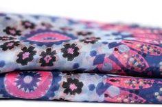 Magnifique très grand foulard artisanal enpure soie natuerelle roulotté à la main selon des