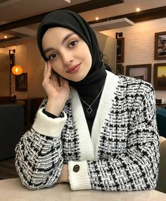 #Afreen!!! Profile Picture For Girls, Muslim Girls, Gold Paint, Fashion Looks, Bodycon Dress, Sexy, Model, Outfits, Dresses
