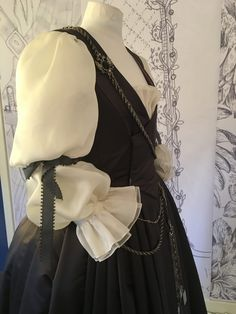 Terry Dresbach Outlander Tv Series, Starz Series, Terry Dresbach, Scottish Culture, Rococo Fashion, Dragonfly In Amber, Period Costumes, Historical Costume, Costume Dress