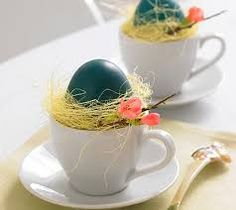 Enjoy decorating your home for this time of the year with these Creative Ways to Decorate With Easter Eggs they are uncomplicated and easy Easter decorating ideas. Diy Osterschmuck, Easter Table Decorations, Easter Wreaths, Family Holiday, Small Flowers, Spring Crafts, Easter Eggs, Tea Cups, Diy Interior
