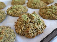 Madame Labriski - Ces galettes dont tout le monde parle - : La Maaatcha (avoine et matcha) Cookie Flavors, Cookie Recipes, Yummy Snacks, Healthy Snacks, Sports Food, Gluten Free Recipes, Cravings, Finger Foods, No Bake Desserts