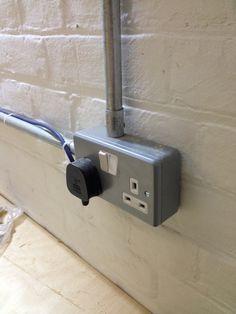 Instalaci n el ctrica de superficie de fontini belleza industrial luz pinterest - Instalacion electrica superficie ...