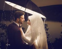 Pinterest @adarkurdish Muslim Wedding Ceremony, Muslim Wedding Dresses, Muslim Brides, Pre Wedding Photoshoot, Wedding Pics, Wedding Couples, Muslim Couple Photography, Wedding Photography, Wedding Album Layout