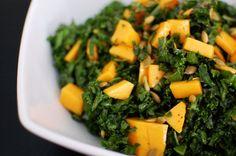 Ensalada de Col Rizada o Kale con Mango y Pepitas .