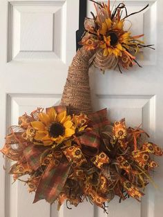 deco mesh wreaths Scarecrow hat door hanger will look beautiful on your front door for the entire fall season. It would also be a beautiful addition to your fall home decor. This wr Fall Mesh Wreaths, Fall Deco Mesh, Diy Fall Wreath, Wreath Crafts, Holiday Wreaths, Wreath Ideas, Halloween Mesh Wreaths, Fall Ribbon Wreath, Deco Mesh Crafts
