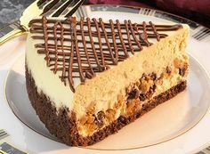 Try this Peanut Butter and Milk Chocolate Chip Layered Cheesecake recipe, made with HERSHEY'S products. Enjoyable baking recipes from HERSHEY'S Kitchens. Peanut Butter Cups, Peanut Butter Desserts, Köstliche Desserts, Delicious Desserts, Dessert Recipes, Yummy Food, Layered Cheesecake Recipe, Layer Cheesecake, Chocolate Chip Cheesecake
