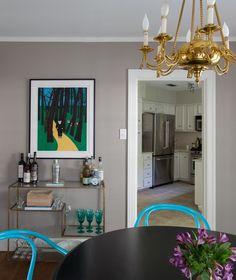 Art of the console /erin williamson design Gray Interior, Room Interior Design, Interior Decorating, Bedroom Vintage, Vintage Decor, Bedroom Green, Bedroom Decor, Kelly Wearstler Wallpaper, Knoll Chairs
