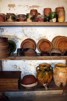 Delightful kitchen countertops - go look at our write-up for way more tips and hints! Tudor Kitchen, Old Kitchen, Vikings, Tudor Era, Tudor House, Wooden Plates, Tudor History, Home Kitchens, Remodeled Kitchens
