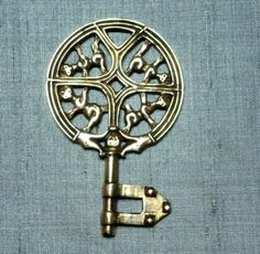 Replica Viking age key from Gotland by Feedtheravens