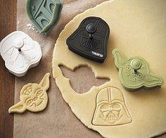 Let's make Star Wars cookies on a rainy day or just for fun. Kids love to help make cookies. Give them Star Wars cookie cutters and let them decorate the cookies for fun. Star Wars Cookie Cutters, Star Wars Cookies, Cookie Cutter Set, Owl Cookies, Sugar Cookies, Theme Star Wars, Star Wars Party, Anniversaire Star Wars, Star Wars Birthday