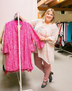 Tunique coton, confortable et colorée. Quoi de mieux pour bien commencer les printemps. Vive la #mode #grandetaille. #femme #mode #tendance #printemps Kimono Top, Tops, Fashion, Plus Size Clothing, Tunic, Man Women, Trending Fashion, Cotton, Moda