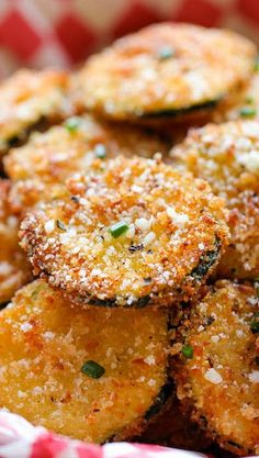 Zucchini Parmesan Crisps 1/2 cup vegetable oil  1 cup Panko*  1/2 cup grated Parmesan cheese  2 zucchinis, thinly sliced to 1/4-inch thick rounds  1/2 cup all-purpose flour  2 large eggs, beaten