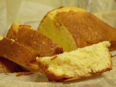 Recette du gâteau au yaourt, un classique déclinable très moelleux. oeuf remplacé par vinaigre de cidre et bicarbonate.