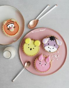 fullcravings:Fruity 'Winnie the Pooh' Tartlets (A Feminine Tomboy) Disney Desserts, Cute Desserts, Disney Inspired Food, Disney Food, Cute Baking, Kawaii Dessert, Cute Snacks, Egg Tart, Cafe Food