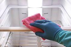 Maak jij je koelkast wel eens schoon? Je koelkast is eigenlijk een belangrijk deel van je keuken maar helaas wordt hij vaak ove...