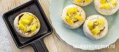 Makkelijk vegetarisch groente hapje van champignons met brie en ananas voor in het gourmetpannetje
