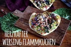 """Unter dem Motto """"Saisonal schmeckt's besser """" Der Foodblogger Saisonkalender wird es ab jetzt einmal im Monat ein Rezept zu saisonalem Gemüse geben. Ich starte mit einem herzahften Wirsing Flammkuchen. Yummy Veggie, Foodblogger, Monat, Tacos, Veggies, Pizza, Mexican, Cheese, Ethnic Recipes"""