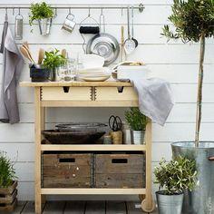 "10 ""IKEA hacks"" easy to enhance your patio or balcony - outdoor mini bar Ikea Diy, Best Ikea, Outdoor Kitchen Design, Ikea Garden, Ikea Outdoor, Cool Furniture, Ikea Forhoja, Outdoor Kitchen, Kitchen Hacks Design"