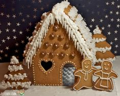 Surprise your kids for Christmas…Gingerbread House Cake! Christmas Food Gifts, Christmas Dishes, Xmas Food, Christmas Mood, Christmas Cooking, Christmas Desserts, Christmas Candy, Gingerbread House Patterns, Gingerbread Decorations