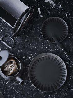 Lotus Plates, black / Lucie Kaas