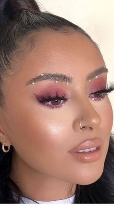 Piercing and purple eye makeup . Piercing and purple eye makeup Gem Makeup, Jewel Makeup, Makeup Eye Looks, Rave Makeup, Purple Eye Makeup, Creative Makeup Looks, Glitter Eye Makeup, Eyeshadow Makeup, Fairy Makeup
