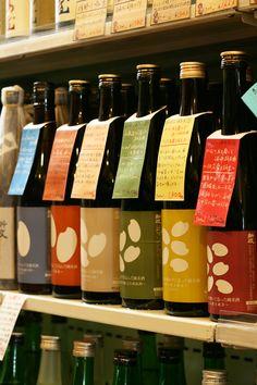 新政の頒布会。カラフルなラベルにカラフルな手書きPOP。目をひきます。 Sp Tools, Milk Box, Japanese Sake, Banana Milk, Beverage Packaging, Fun Drinks, Packaging Design, Liquor, Beer