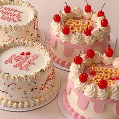 Pretty Birthday Cakes, Pretty Cakes, Mini Cakes, Cupcake Cakes, Picnic Cake, Pastel Cakes, Pinterest Cake, Cute Baking, Cute Desserts