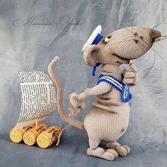 Автор МК Елена Водорез #rat#crochet #handmade #weamiguru #amigurumi #крыса#крючком #игрушка #вяжутнетолькобабушки #амигуруми Crochet Animal Amigurumi, Amigurumi Doll, Crochet Animals, Crochet Toys, Toy Dachshund, Knitted Stuffed Animals, Easter Crochet Patterns, Kindergarten Art Projects, Felt Mouse