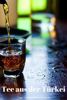 Tee aus der Türkei wird nicht in einem gewönhlichen Wasserkocher und Teebeuteln zubereitet. Auch ein Teeglas wie auf dem Bild wäre zum Einschenken des Tees sehr ungewöhnlich. Wie du den Tee in einem Caydanlik auf tradtionelle Art zubereiten kannst und welche Teesorten empfehlenswert sind erfährst du in diesem Beitrag >> http://www.tuerkische-riviera-urlaub.de/tuerkischer-tee-cay/
