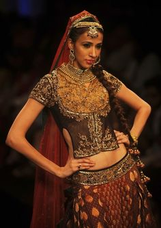 A model showcases a creation by Indian designer Neeta Lulla on the final day of Lakme Fashion Week (LFW) winter/festive 2012 in Mumbai on August India Fashion Week, Lakme Fashion Week, Pakistani Bridal, Indian Bridal, Ethnic Fashion, Asian Fashion, Indian Dresses, Indian Outfits, Lehenga Choli