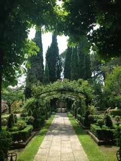 Garden at Le Pigonnet Hotel in France