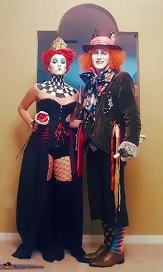 Queen of Hearts and Mad Hatter Costume - Halloween Costume Contest Tim Burton Halloween Costumes, Mad Hatter Halloween Costume, Hallowen Costume, Halloween Costume Contest, Halloween Outfits, Mad Hatter Costumes, Meme Costume, Costume Works, Queen Of Hearts Costume