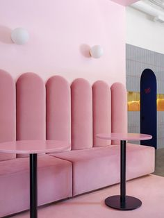 Banquette seating at Breadway Bakery in Odessa. Interior Pastel, Modern Interior Design, Bakery Interior Design, Contemporary Interior, Bakery Shop Design, Cafe Design, Design Design, Design Ideas, Shop Interiors