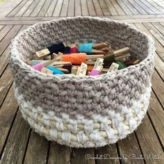 Knit Basket, American Crafts, Crochet Yarn, Merino Wool Blanket, Straw Bag, Diy And Crafts, Ribbon, Fabric, How To Make